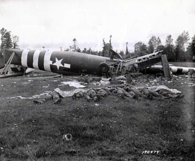 8582-19440606-wwii-8-dead-airborne-division-troops-lie-by-their-wrecked-glider-d-day-near-hiesville-france-na-11-sc-190474