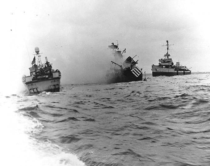 USS_Tide_after_hitting_a_mine